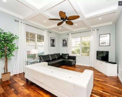 MiMo Cottage: Private Single Family Home in the heart of Miami, Miami, FL