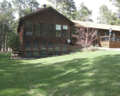 Full Bed & Breakfast,, 8 Wooded Quiet Acres, near AFA - family/dog friendly - El Paso County