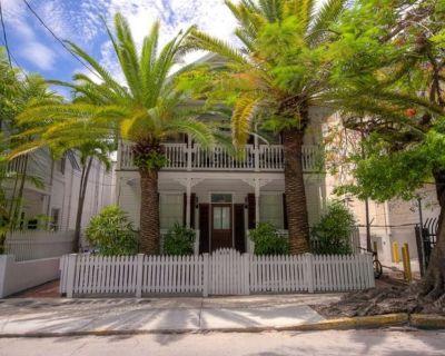 Historic Caroline Street Condo!1 Bedroom 2 Bath, Pool, Amazing Old Town Location - Historic Seaport