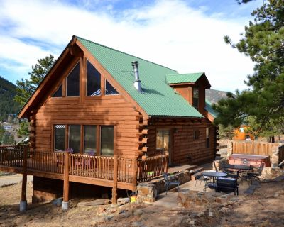 5 Bedroom Log Home with Hot Tub - Free Wifi - Estes Park