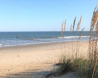 "A ""Hidden Gem""- The ""White Whale""- Beach house with private beach! - Buckroe Beach"