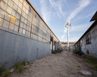 Gate 1 Dirt Alley, Los Angeles, CA