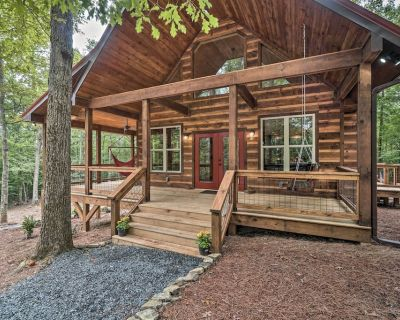 NEW! Peaceful Cabin on 3 Private Acres w/Fire Pit! - Morganton