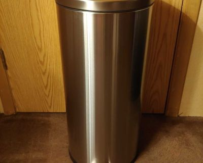 Round Step Trash Can Made By Design