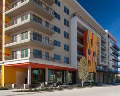 1Bd/1Ba Apartment- Modern Mid-rise, Great Gym, Great walkability!