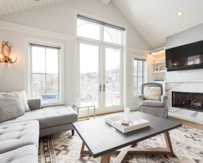 Cool Ski home with private Hot Tub; one block to Main St - Downtown Park City