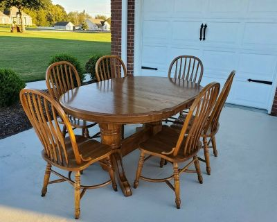 Solid Oak Dining Room Kitchen Table with 6 Chairs Very Sturdy Solid Wood Table