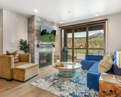 Sleek New Condo and Furnishings! Gorgeous Mountain Views! Close to Skiing, Shopping, Restaurants! - Silverthorne