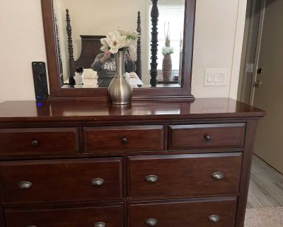 Queen size bedroom set includes poster bed large dresser with mirror and night stand. Has some scratches and dings but is still in great con