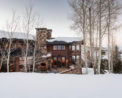 Opulent Ski-In, Ski-out Chalet with Hot Tub, Fire Pit and Home Theatr - Empire Pass