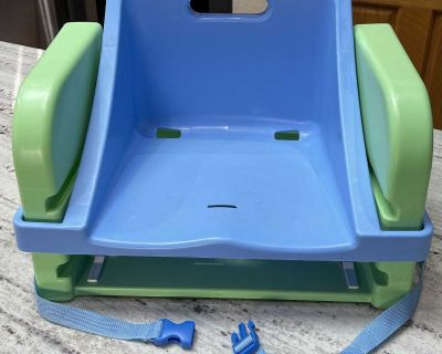 Toddler booster feeding chair