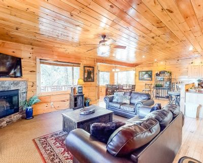 Deluxe, dog-friendly cabin w/ a private hot tub, game room, & shared pool - Sevierville
