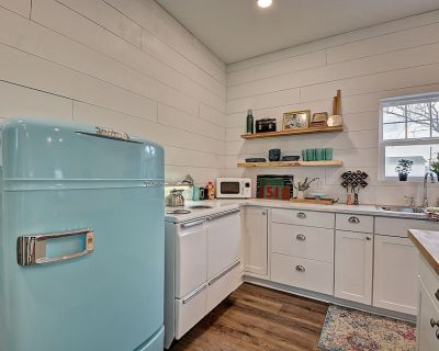 Tiny Cottage, Big Dreams! Hot Tub Downtown Indy! - Martindale-Brightwood