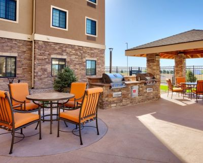 Fully Equipped Suite with FREE Breakfast + Wi-Fi! Access to Pool, Gym - Cheyenne