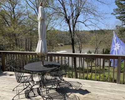 New listing! Waterfront retreat on Lake Hartwell, close to Clemson University - Anderson County