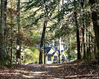 Close to 'The Walking Dead' territory, our Rockaway Hideaway. Hideaway. - Senoia