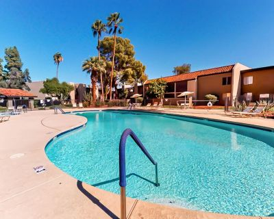 Beautiful, dog-friendly condo w/shared pool, grilling area, and hot tub! - Villa Green