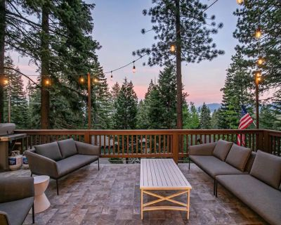 HIGH END Luxury Cabin w/ Chef's Kitchen, Game Room & Hot Tub! - Sunnyside