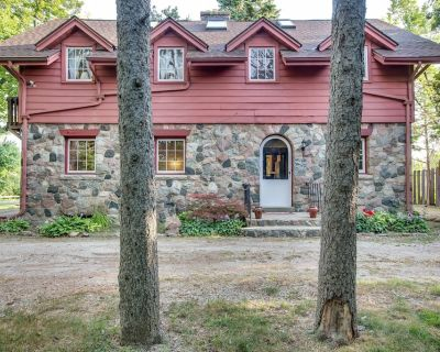Vacation Home Offering Country Setting in Ann Arbor - Lakewood