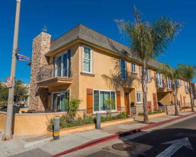 Fabulous Eight Bedroom Townhouse Duplex Near The Sand with AC! - West Newport