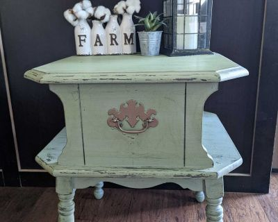 Vintage Shabby Chic Side/Accent Table