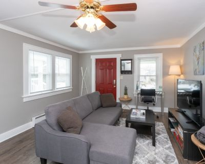 King Bed, Garfield Park , Red Line, Downtown Indy! - Center Township
