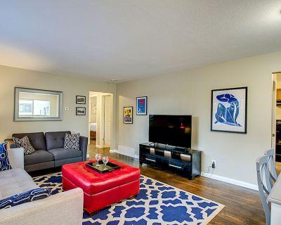 Chic 4 Bedroom, Pet Friendly Home, 1 Block From Memorial Park, Pet Friendly - Central Colorado Springs