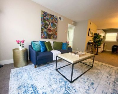 Cozy & Naturally Well-lit 2BR Home + Free Parkng - South Tuxedo Park