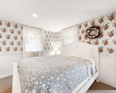 Quaint Suite 2 Blocks From the Beach W/ Fast Wifi, Patio, & Great Location! - Ocean City