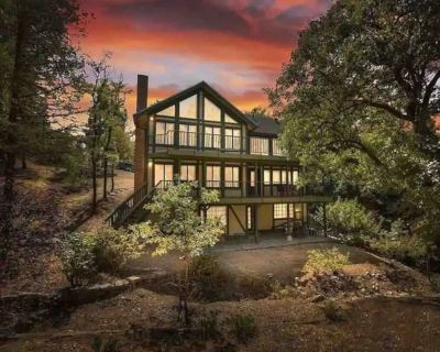 Beautiful, Spacious 3 level home with pool table, 3 decks and 3 fireplaces - Lake Arrowhead