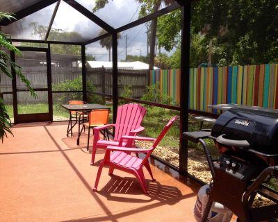 The Happy House - Cozy, Affordable, Quaint, Beach Rental - Bonita Springs