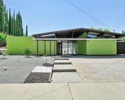 California Eichler Mid-Century Modern Oasis, Concord, CA