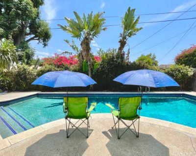 Spacious backyard with Splendid Pool and Patio, Winnetka, CA