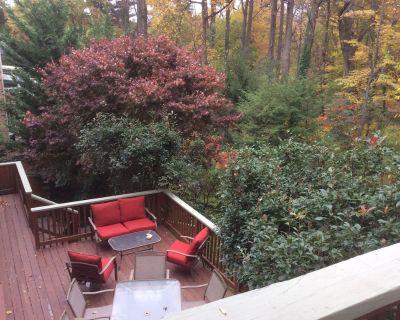 Decks! Park Setting! Very close-in N.Arlington. 4 Bdrm, 3+2 Baths, 2 Kitchens! - Donaldson Run
