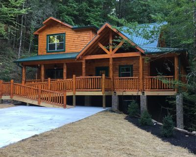 New Cabin, Cedar Falls, 2 BD, 3 BA, Plus Queen Bunk Bed, Fireplaces, Hot Tub - Pigeon Forge