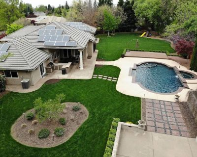 Luxury Home with Pool, Game Room, Outdoor Gym on 1 acre manicured lot - Durham