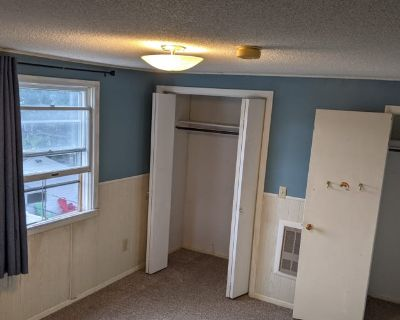 Private room with shared bathroom - Saint Paul , MN 55117