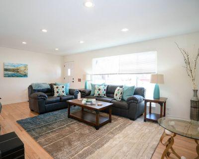 The Meadowlark Manor   Spacious Backyard - Mid-Lakewood