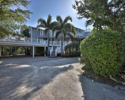 Wrap-Around Deck, Bay Views, Private Pool & Hot Tub - OFFICIAL RESORT LISTING - Captiva