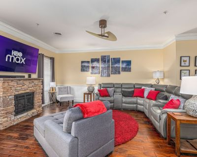 """Bear Huggins Penthouse Condo """"5 Star Experience!"""" - Pigeon Forge"""