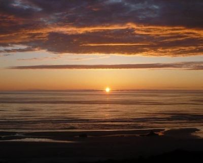 'American Classic' **BEACHFRONT** Historic Nye Beach - BEST LOCATION - 3BR Home - Newport