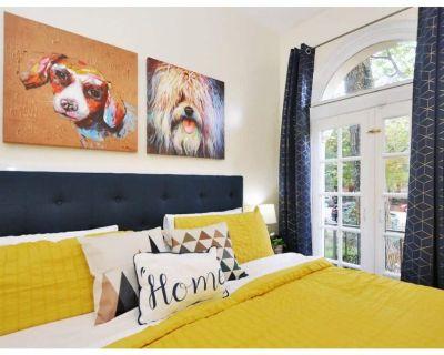 CH5| Great View, King Bed + WiFi/Netflix + Dogs Ok - Eastern Market