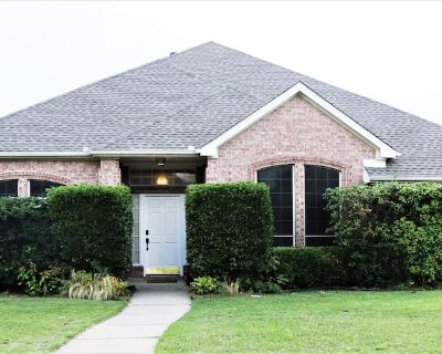 Family Friendly Home Convenient to everything! FREE Breakfast for 5 days+ Stay! - Plano