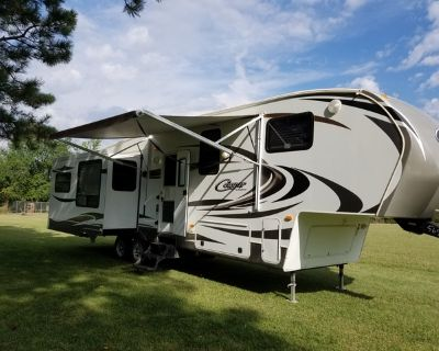 Fifth-wheel Camper