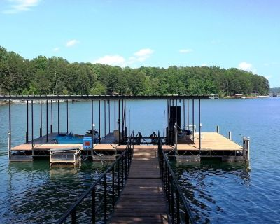 "Lake House Near Clemson, Priv. Dock, WiFi, 60"" TV, Grill, Pedal Boat, Deep Water - Seneca"