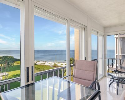 Enjoy a beautiful ocean view at Creciente Condominiums! - South Island