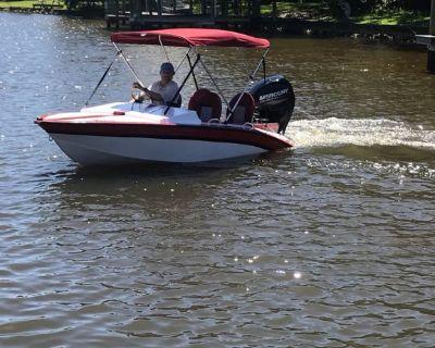 Fishing/ski boat