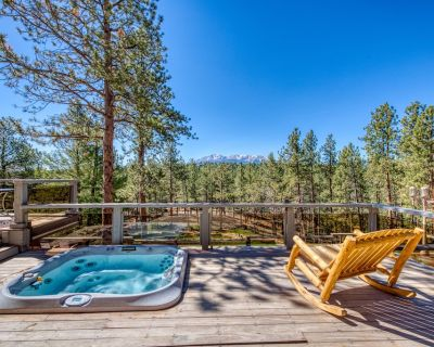 Spacious cabin in the woods w/ a private hot tub, deck, & fireplace - Woodland Park
