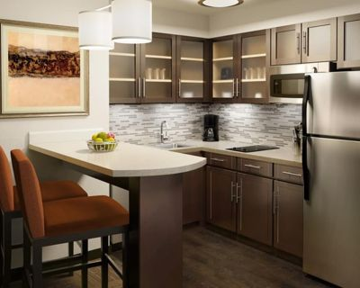Equipped Studio   Free Wi-Fi, Free Daily Breakfast + Pool Access - Miamisburg