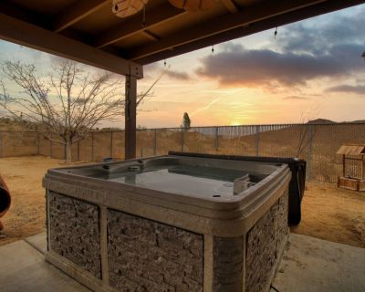 Pueblo Trail Retreat, Hot Tub, Grill, Billiards & EV Charging! - Joshua Tree